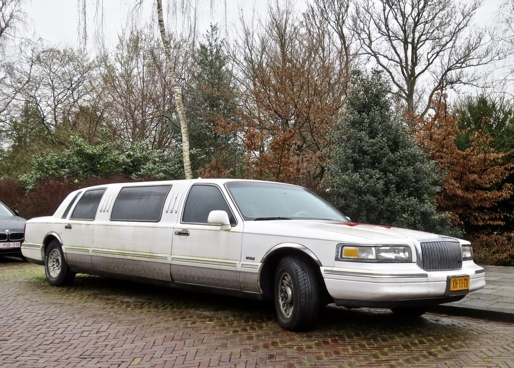 1995 LINCOLN Towncar Limousine | Also from full-size luxury … | Flickr
