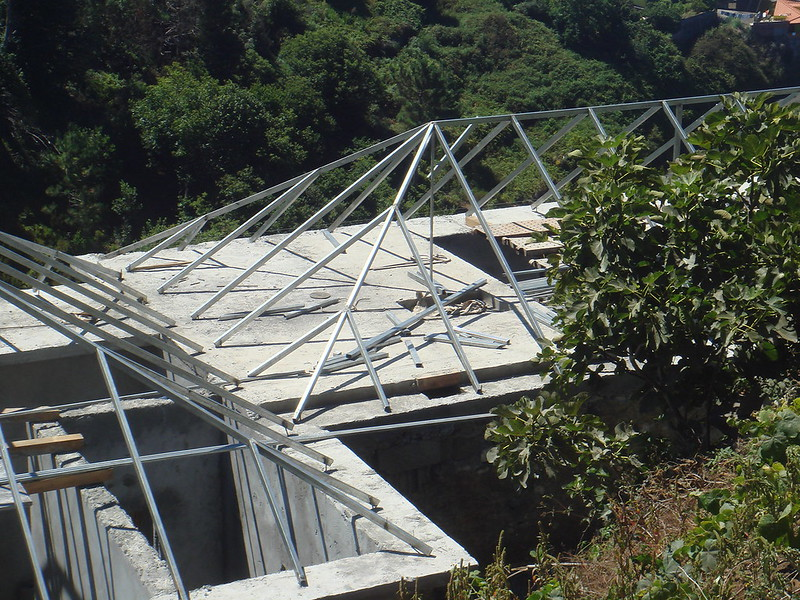 steel roof support is built