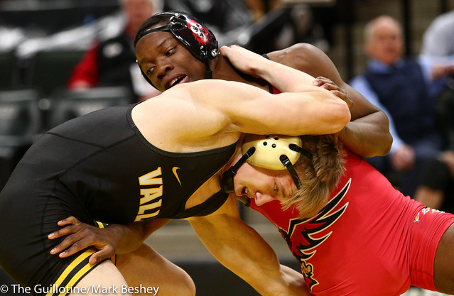 152 - Semifinal - Moise Madimba (Coon Rapids) 37-4 won by decision over Dylan Anderson (Apple Valley) 38-16 (Dec 8-7) - 190302amk0117