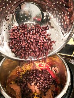 Make Me Vegan: Black Bean Burrito Bowl | by Suzie the Foodie www.suziethefoodie.com