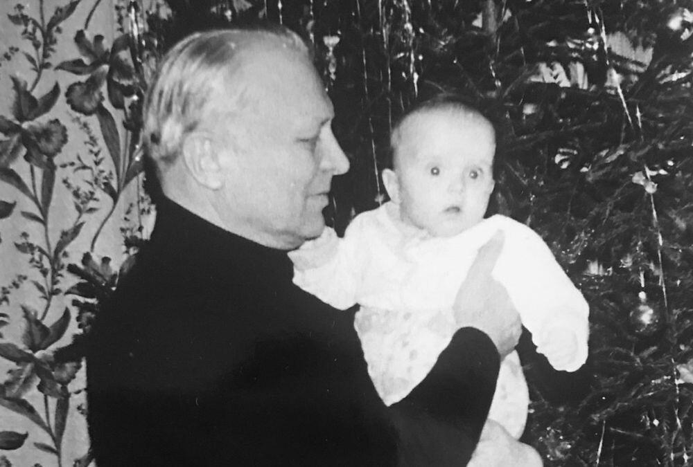 Олег Александрович Лосик с внучкой Ириной