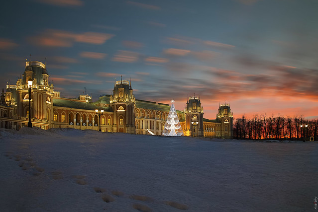RUS70869 - Winter Time #17. Sunset near Palace