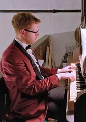 Playing organ 5