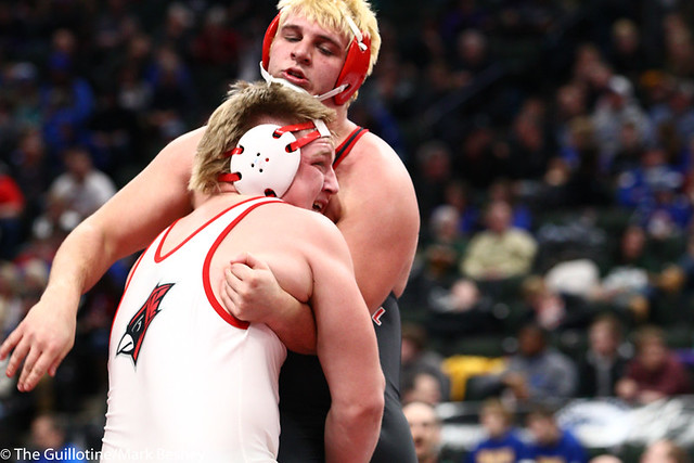 220AAA 3rd Place Match - Andrew Reigstad (Willmar) 35-3 won by major decision over John Noll (Centennial) 27-5 (MD 10-2) - 190302cmk0231