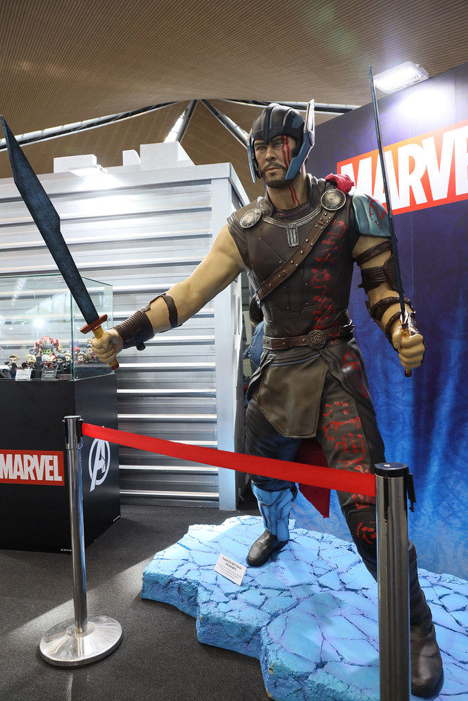 Setup 5  - Thor figurine