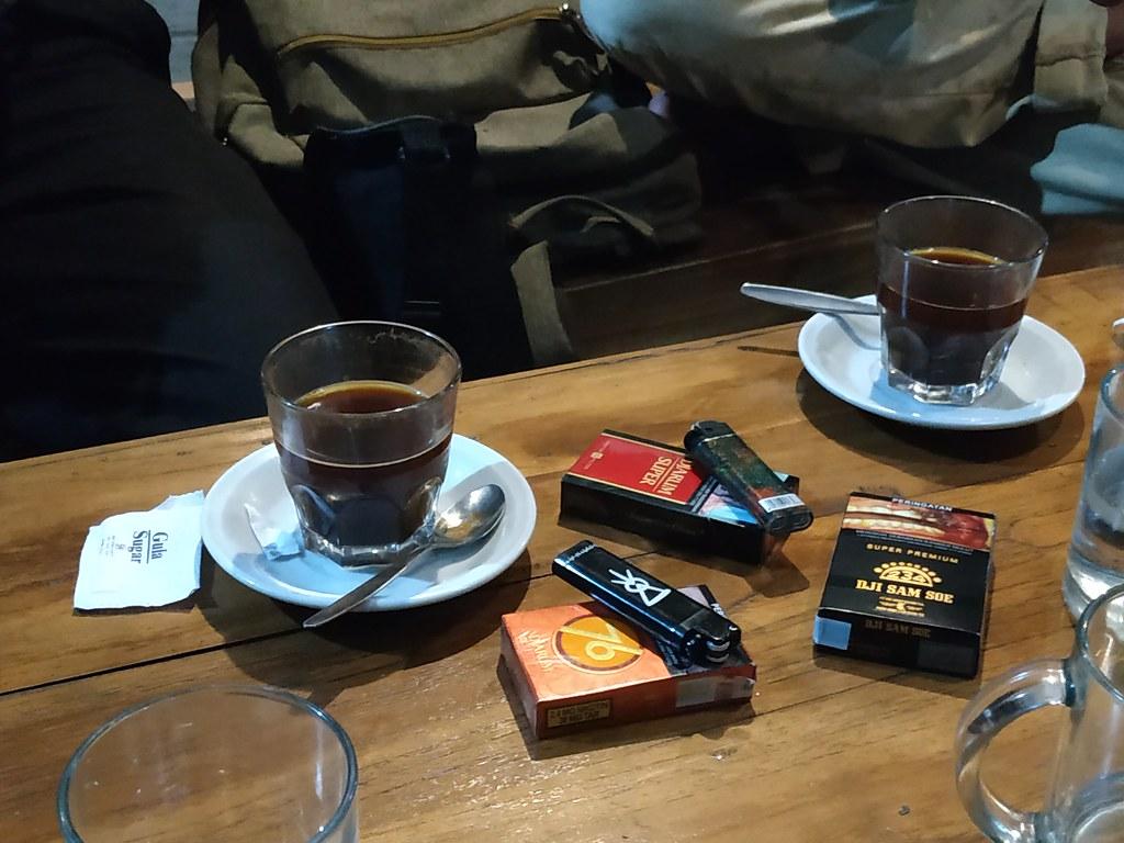 Kretek Di Meja Caffe A Photo On Flickriver