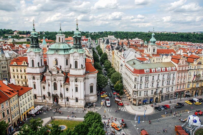 布拉格天文鐘鐘樓頂俯瞰聖尼古拉教堂