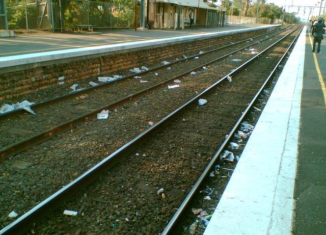 Litter on the tracks at Glenhuntly 13/2/2009