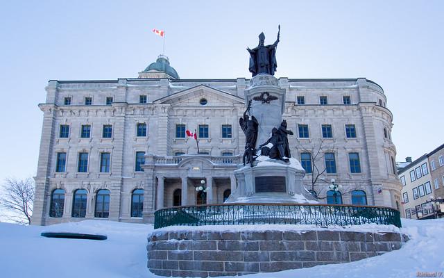 Monument de Monseigneur François de Laval - Vieux Québec, Canada - 9310