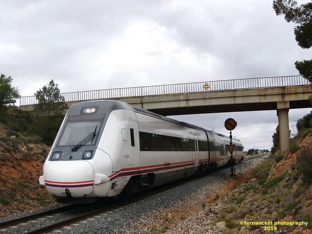 Tren de media distancia de Renfe (Regional Madrid-Valencia) a su paso por REQUENA (Valencia)