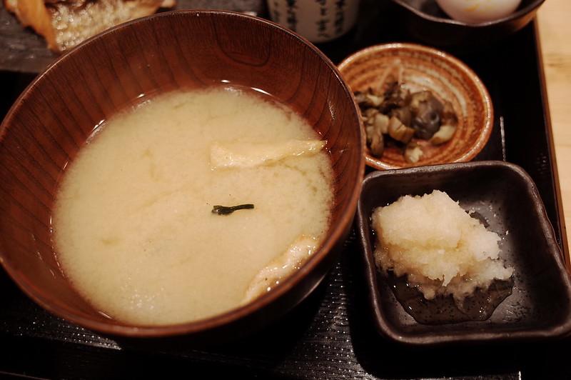 池袋北口しんぱち食堂味噌汁 小鉢