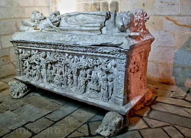 Túmulo de D. Afonso Sanches