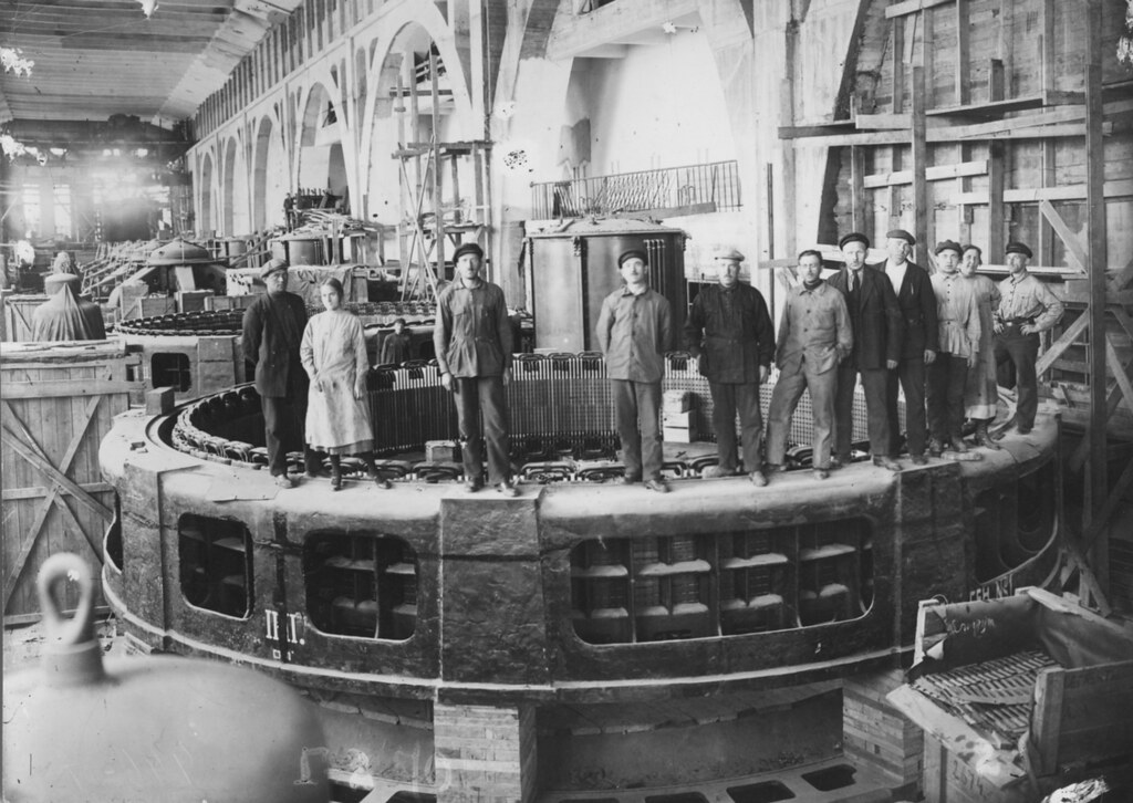 Первые электростанции России