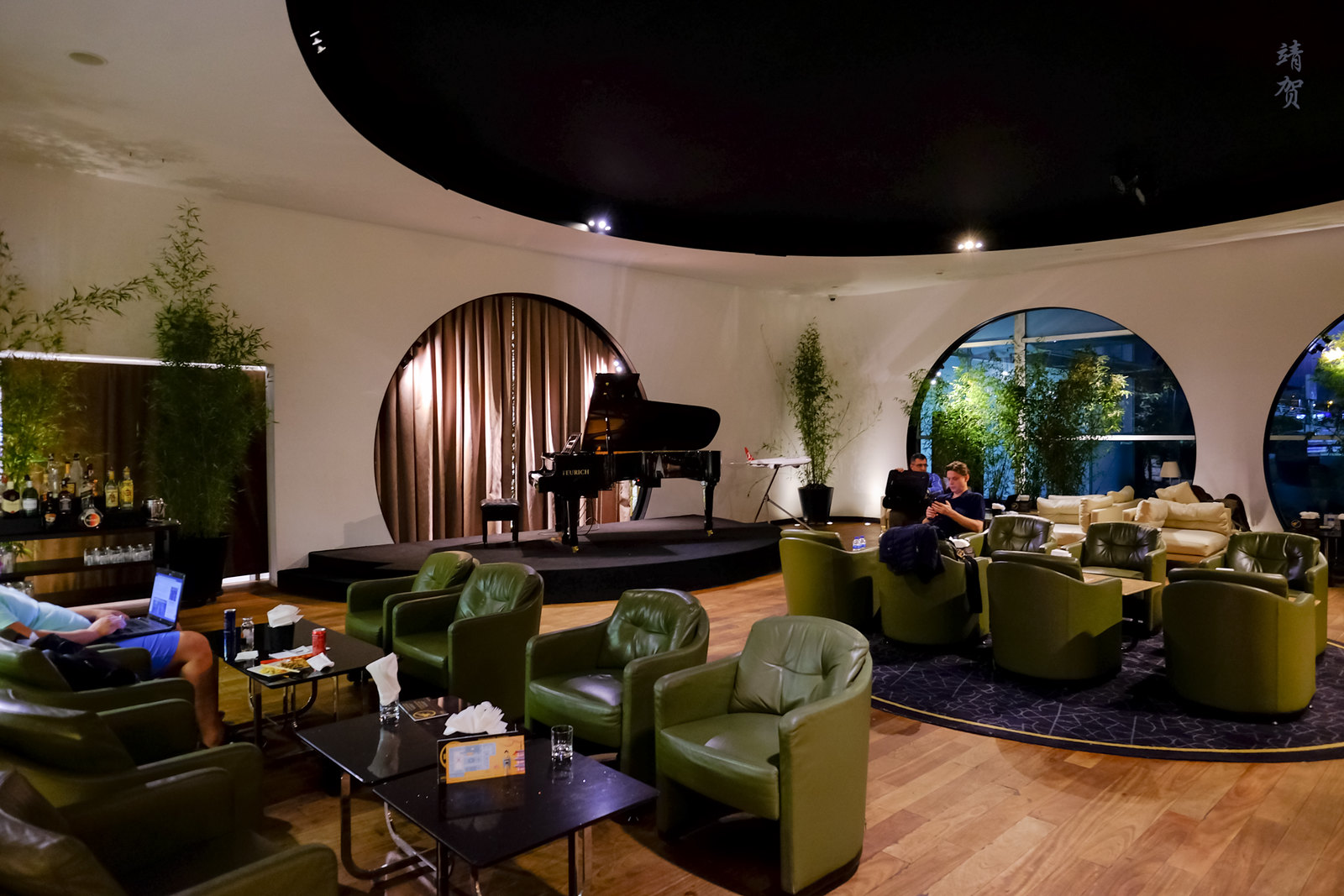 Piano bar in the lounge