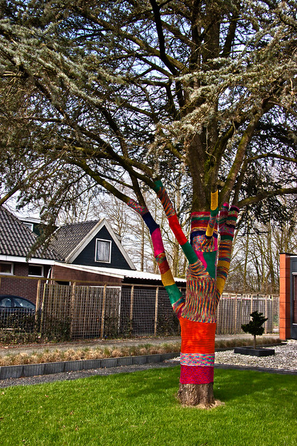 Knitted tree ... (6199)