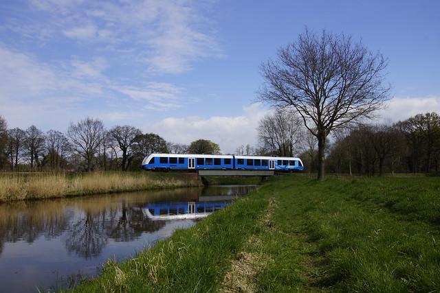 Lint 41 Bentheimer Eisenbahn VT 113 over rivier de Lhee 13-04-2019