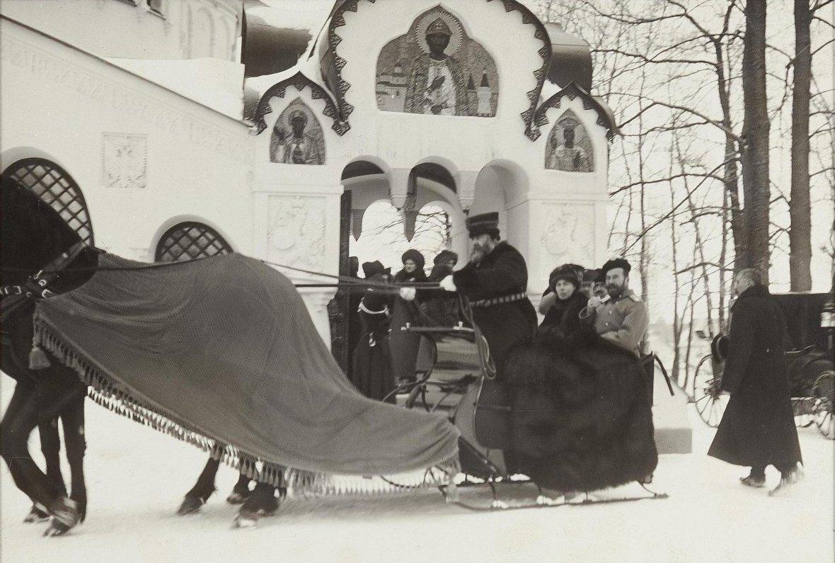 1913. Посещение церкви Сводного полка. Царское Село. Январь