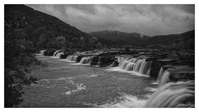 Sandstone  Falls, B&W