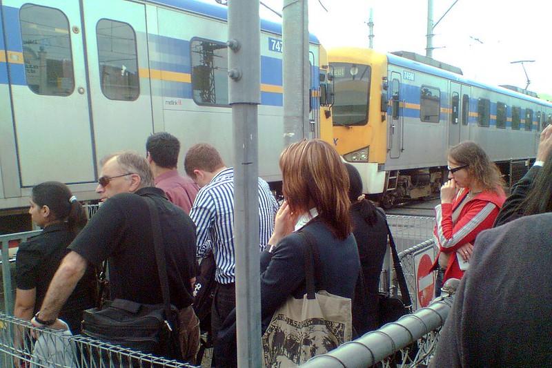 Glenhuntly station level crossing, 2009
