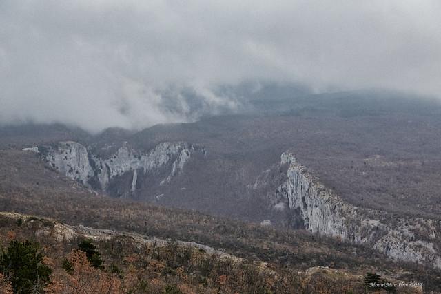 Magla se spušta prema kanjonu Vele Drage