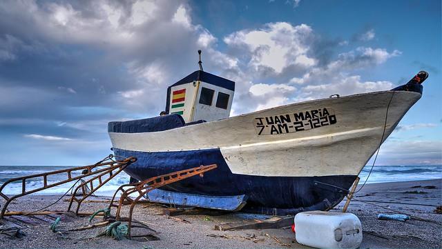 Barca en tierra