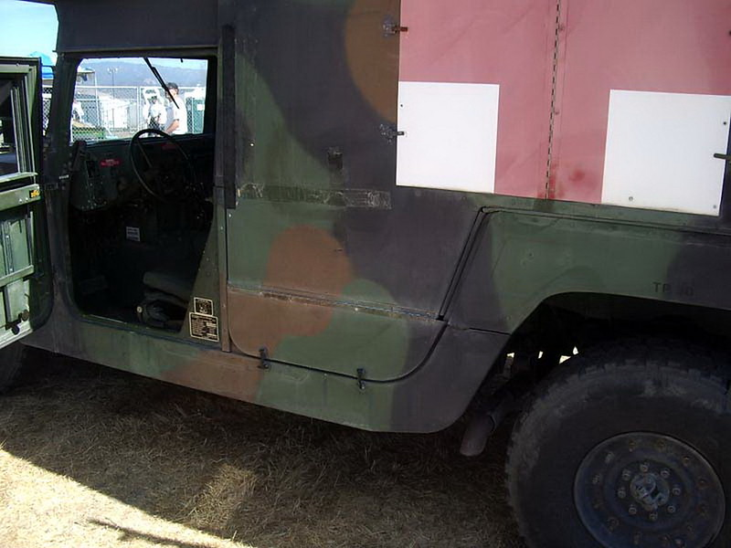 HMMWV M997 Ambulancia 3