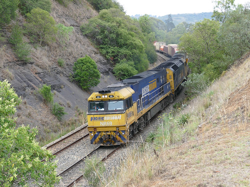 railway railroad鉄道 train intermodal container interstate express freight diesel loco locomotive 機関車 superfreighter pn nrclass goninan ge cv409i anclass clyde emd gm at46c nr69 an7 nr43 shortsouth mainsouth picton nsw australia summer