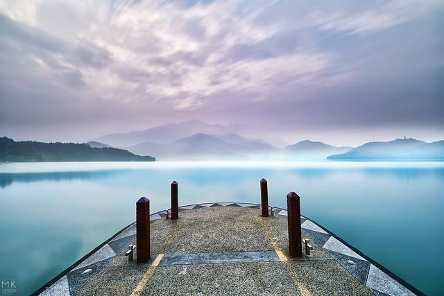 日月藍湖 / Blue lake