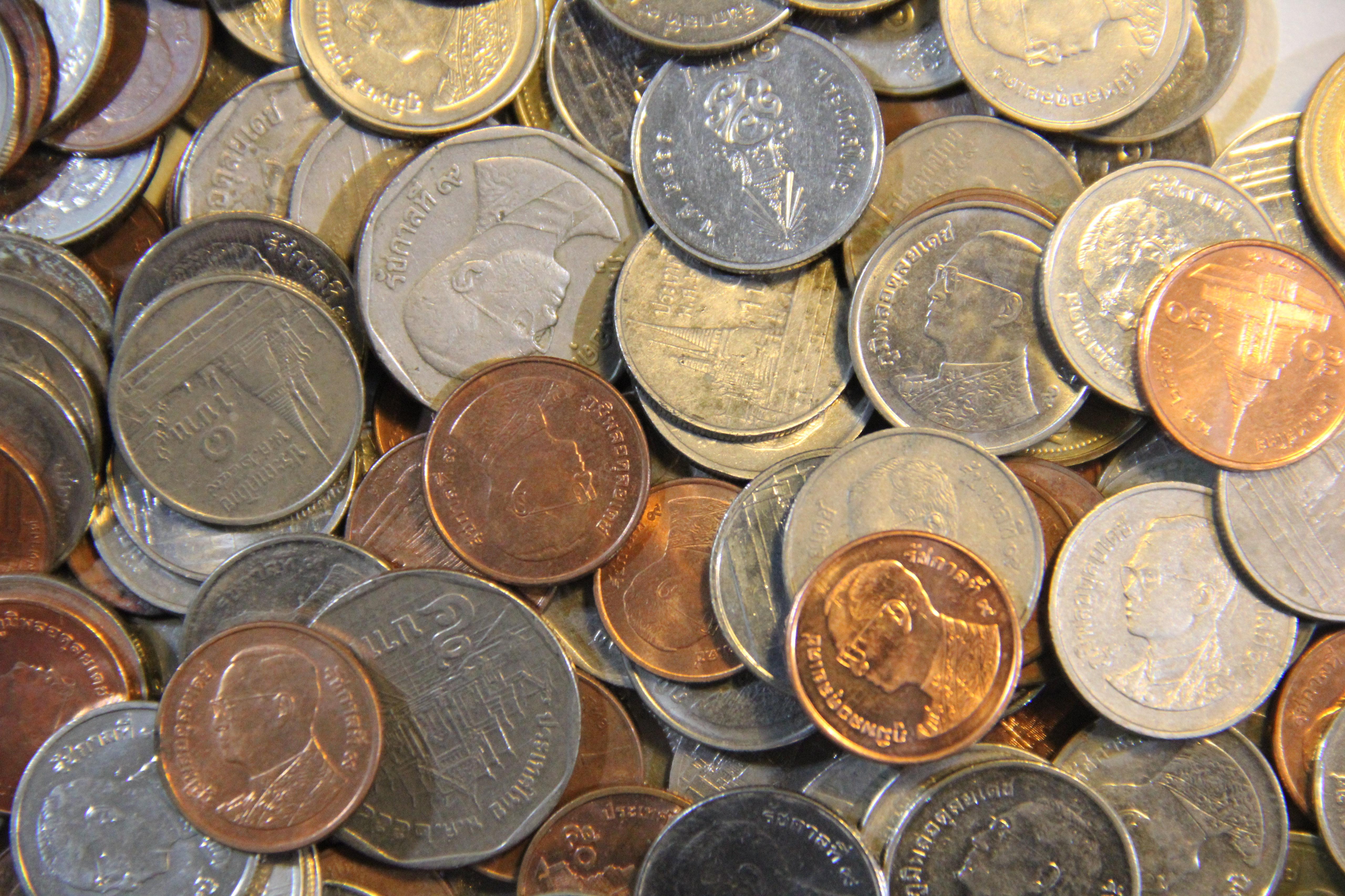 คาดการณ์เศรษฐกิจไตรมาสสองทรุดหนัก เงินบาทอ่อน เร่งพักหนี้และกู้เงินกระตุ้นปรับโครงสร้าง