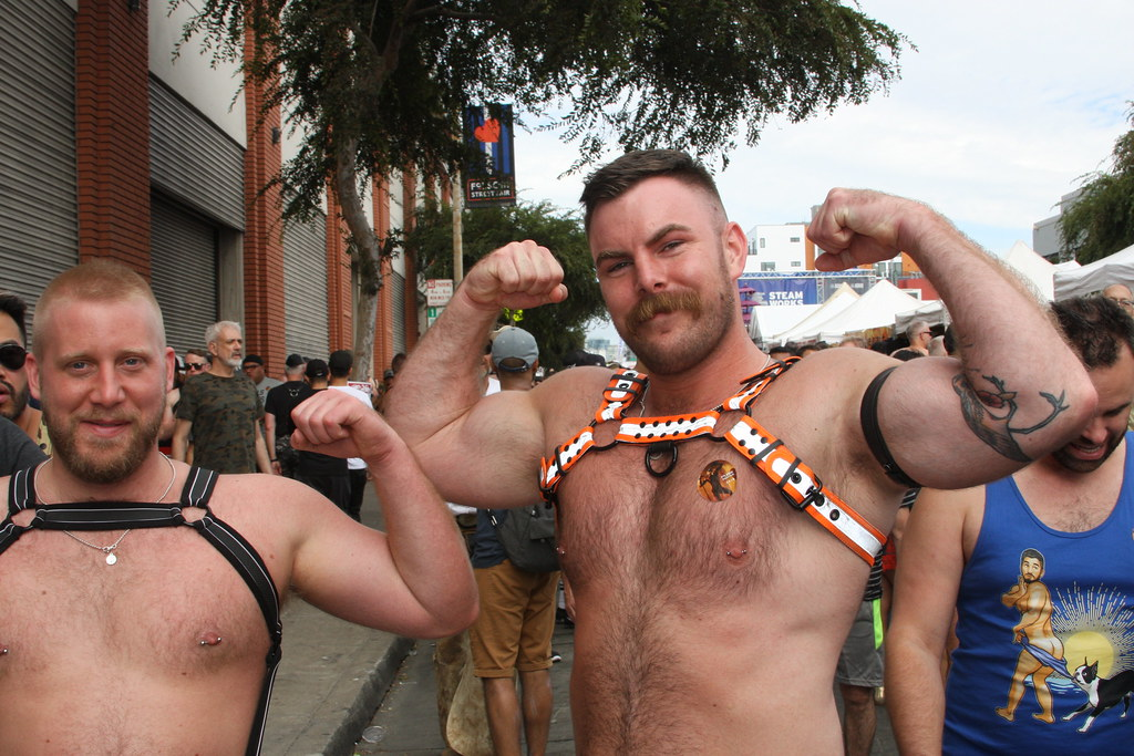 DOUBLE HANDSOME MUSCLE HUNKS GIVE GOOD MUSCLE PITS ! ~ FOLSOM STREET FAIR 2018 ! ( safe photo )