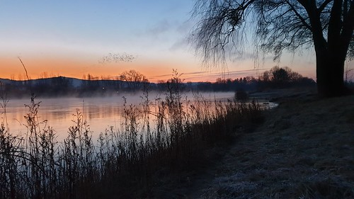 Kurz vor Sonnenaufgang am Rhein Nähe Siebengebirge/Just before sunrise on the Rhine near Siebengebirge/就在日出之前,莱茵河附近的Siebengebirge | by shaman_healing