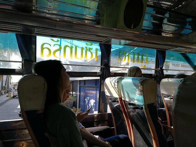 <p>大型バスです!行きと乗り心地はかなり違うけど料金は一緒で一人30バーツ</p>