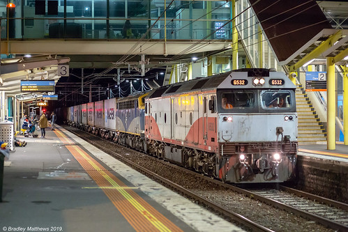 Night QUBE Maryvale Freight at Dandenong on 2/4/2019.