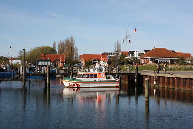 Poel: Seenotrettungsboot der DGzRS im Hafen Timmendorf