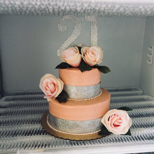 Cake by Holly's Cakes