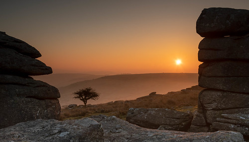 dartmoor combestonetor dawn tor nationalpark granite tree hawthorn lonetree sunrise morning early mist hill contrejour flickrunitedaward