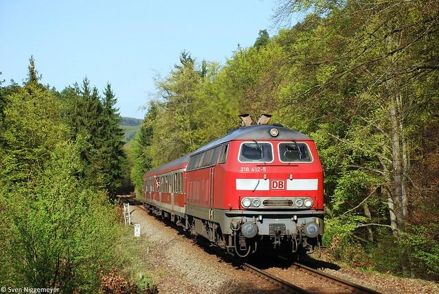 218 412-5 mit der RB93 von Boppard Hbf nach Emmelshausen kurz vor Boppard-Buchholz am 10.04.11