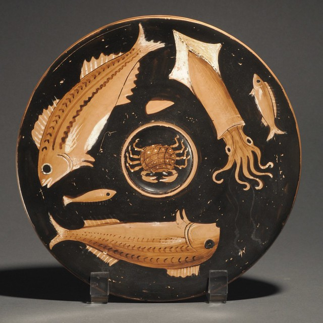 An Apulian Red-figure Fish plate of the Perrone-Phrixos Group