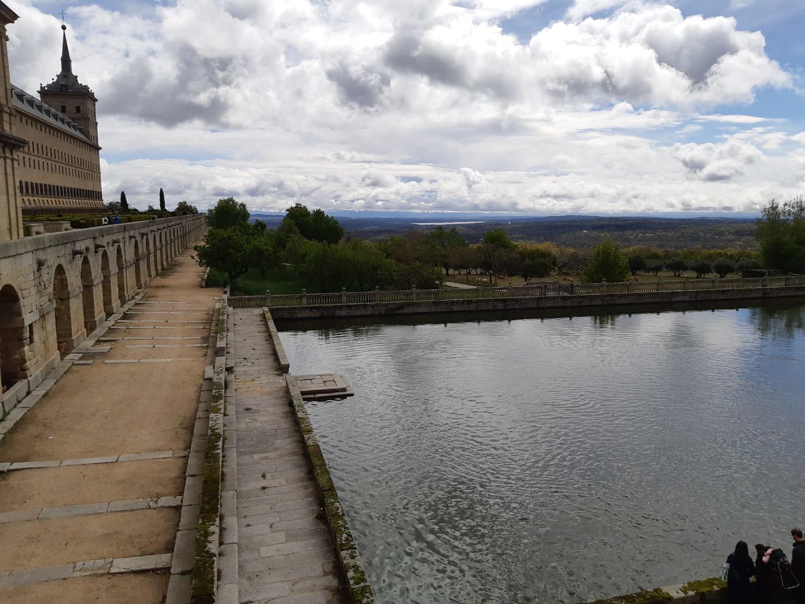 Vista de San Lorenzo del Escorial desde otra perspectiva.