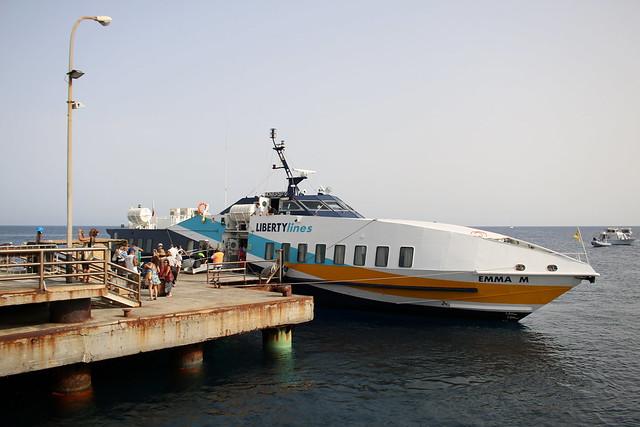 LIBERTYlines: Tragflügelboot EMMA M an der Pier auf Stromboli
