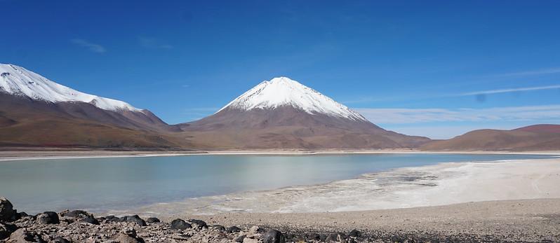 The Green Lagoon (Laguna Verde) at 4,300 meters (14,100 ft.) above sea level, Bolivian Highlands (Altiplano Boliviano), Sur Lípez, Potosí, Bolivia.