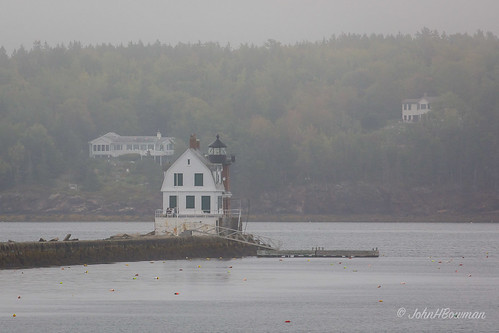 newengland maine knoxcounty rockland lighthouses atlanticlighthouses newenglandlighthouses mainelighthouses rocklandbreakwaterlight historic nrhp lightkeepershouses bay penobscotbay fog september2017 september 2017 canon1004004556l2