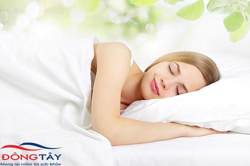 Một giấc ngủ ngon sẽ giúp cơ thể được nghỉ ngơi, hỗ trợ kiểm soát đường huyết hiệu quả