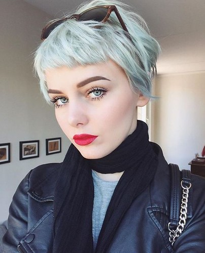 Lovely-Pixie-Haircut-for-Women-and-Girls-Short-Hair-Color-Ideas