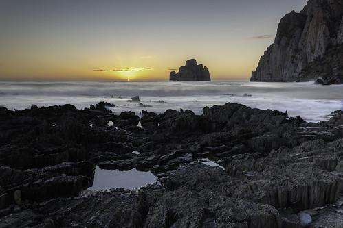 masua pandizucchero scogliera acqua mare tramonto sunset water sardegna iglesias faraglione sea panorama