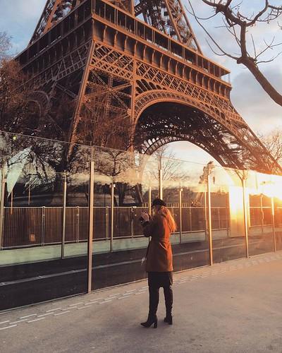 #Paris #eiffeltower #toureiffel #streetphoto #streetphotography #light #sunrise #reflection