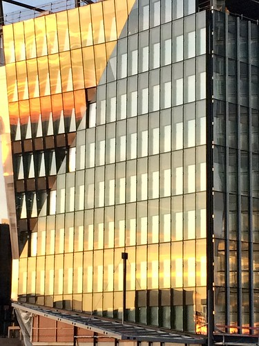 europe europa luxembourg luxemburg kirchberg coucherdesoleil sunset sonnenuntergang or argent ciel sky himmel batîment bâtiments buildings building gebäude 2019 iphone apple orange gold silver silber gelb