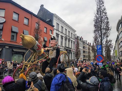 Multitud congregada alrededor de las carrozas de Aalst | by Erasmusenflandes