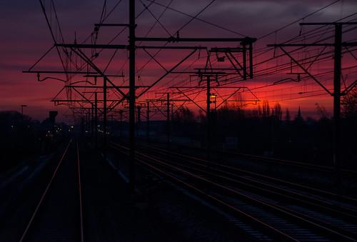 2019 belgique belgium diegem sunrise levédesoleil redsky cielrouge tracks voies train chemindefer paysage landscape infrabel nuages clouds dawn
