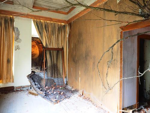 #EmpireRone Curtained Room   by Rantz